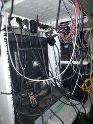 Кабельный беспорядок в серверной