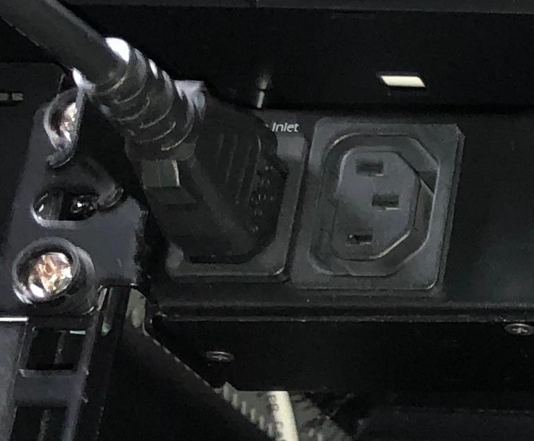 Netbotz коммутируемая встроенная розетка